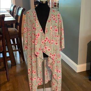 🆕 100% Polyester Lularoe Floral Shirley
